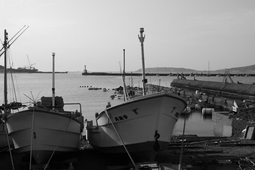 漁船と釣り人